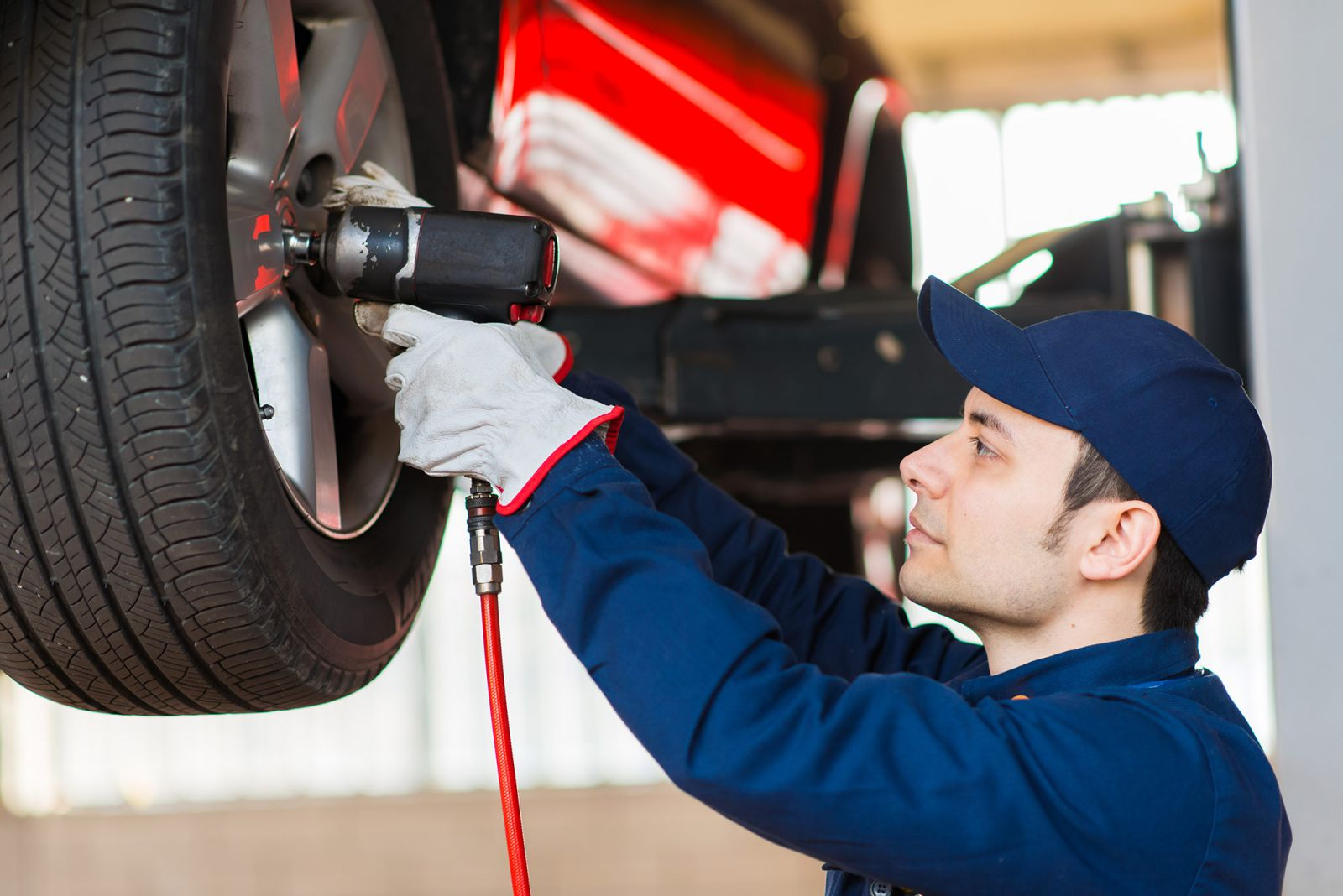 Vente de pneus neufs occasion et r vision de v hicule au for Garage montage pneu