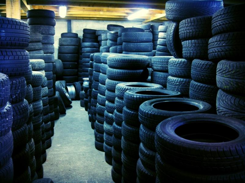 vente de pneus neufs occasion et r vision de v hicule au luc le luc pneus services. Black Bedroom Furniture Sets. Home Design Ideas